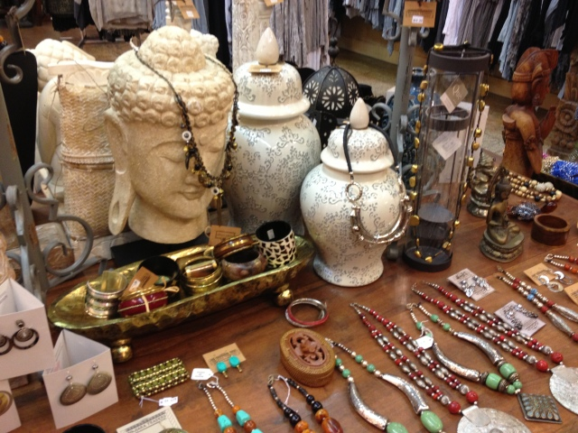 I love the earth tones of all the jewelry. Very natural.